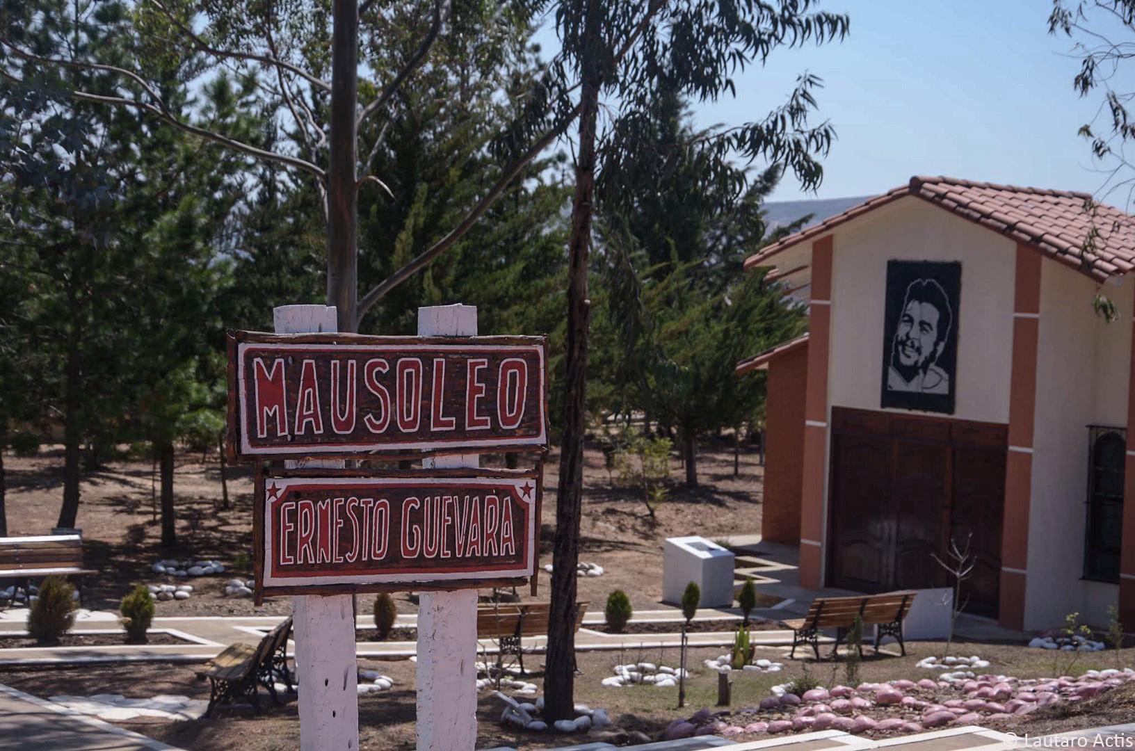 Mausoleo del Che, donde estuvo enterrado como NN por 30 años ©